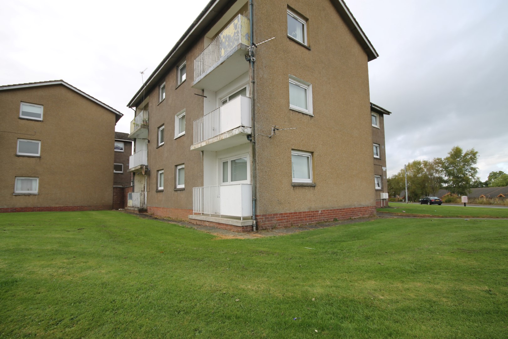 LARKHALL – 1 Bedroom Flat