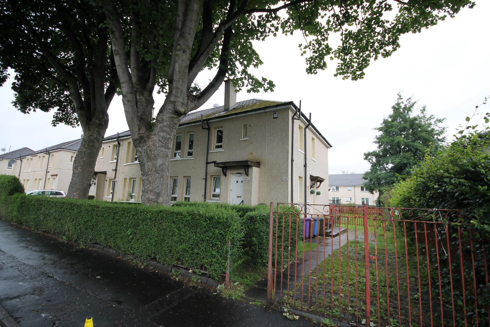 CARNTYNE  – 3 Bedroom Flat