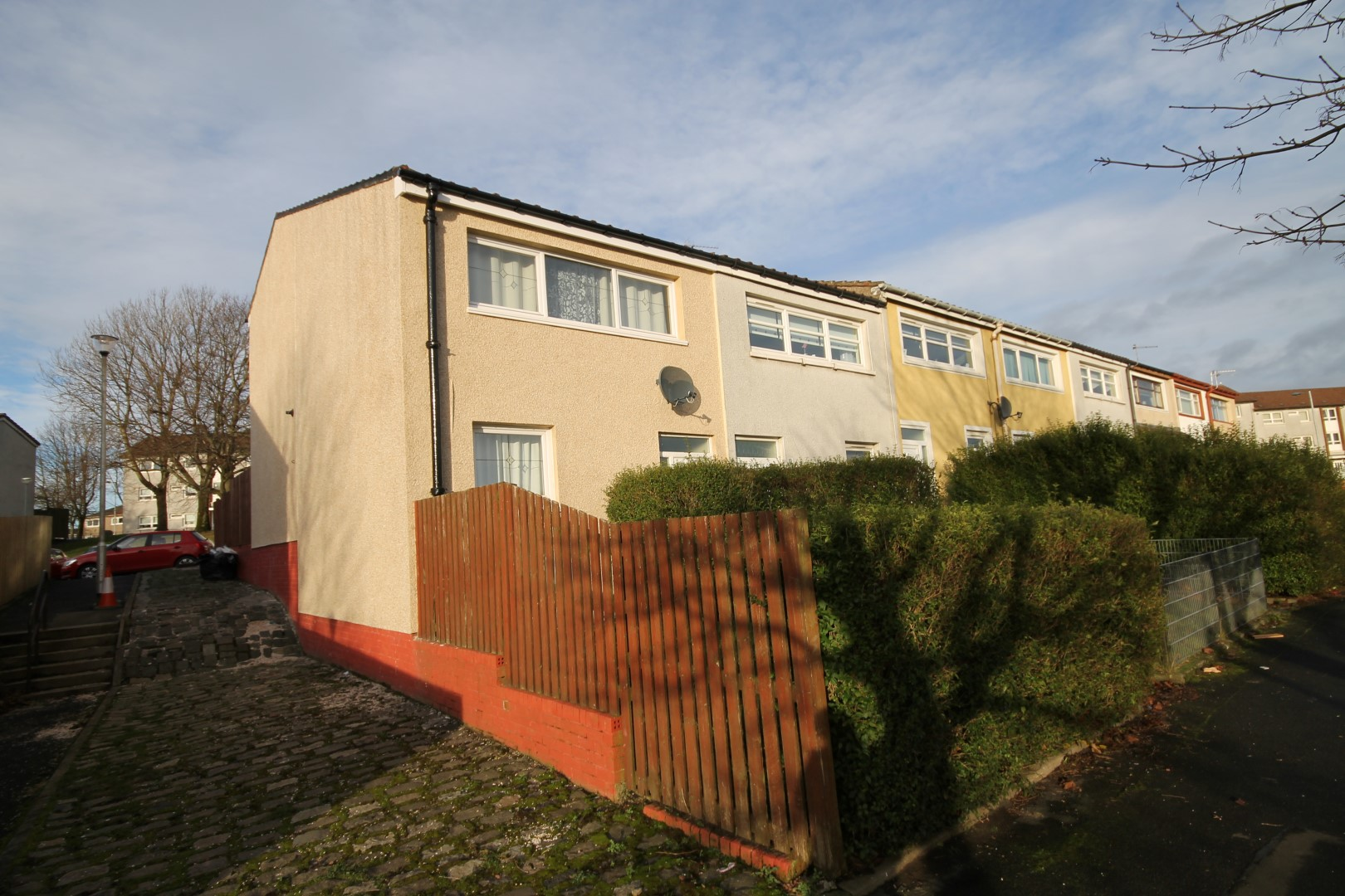 CRAIGEND – 3 Bedroom End Terrace