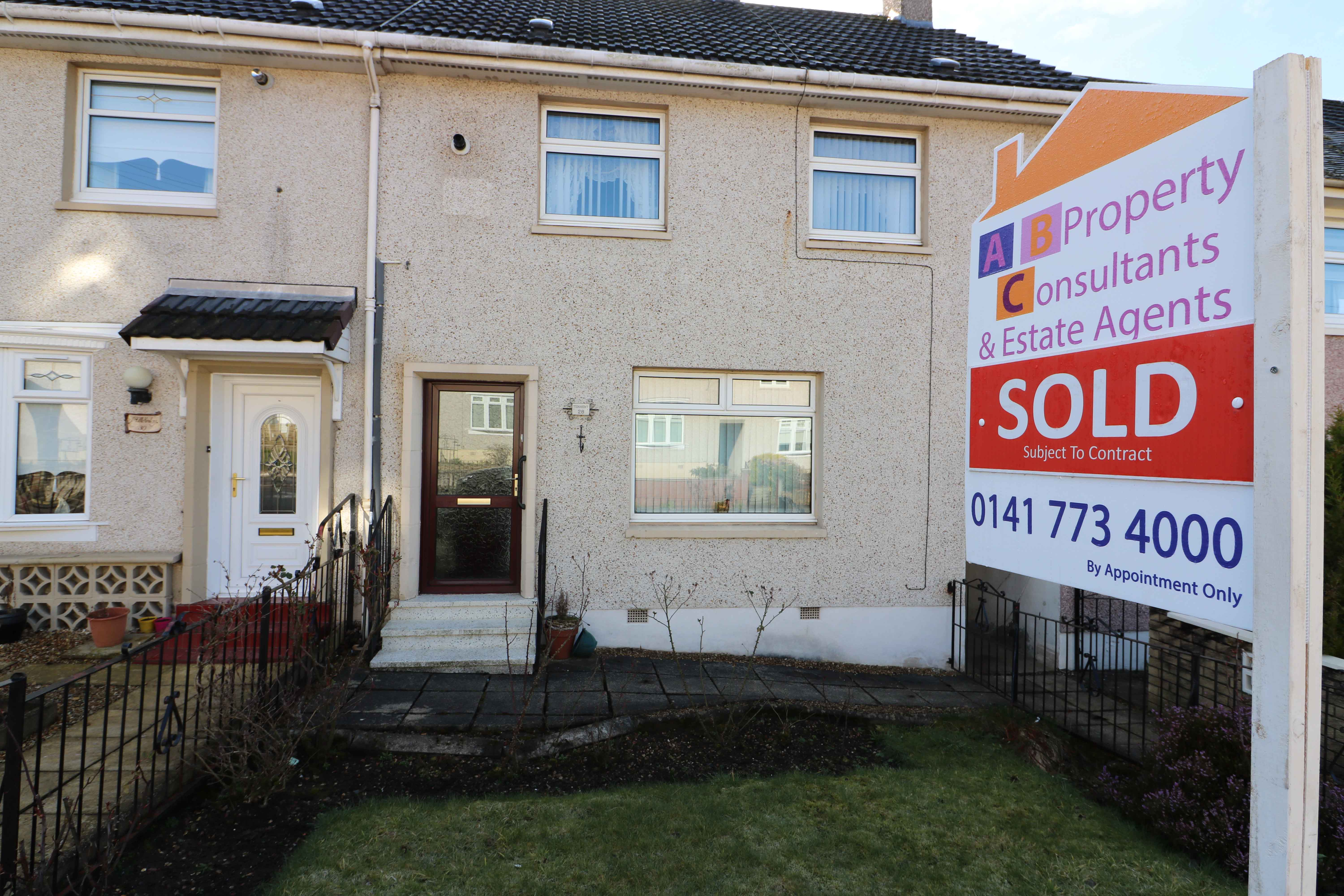 3 Bedroom Mid Terrace – Drumshaw Drive – Carmyle